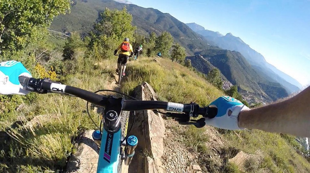 Cheeky on board shot from yesterday hitting the Zona Zero goodness with @basquemtb. Frothing for more of the same today, big alpine day coming up... #dirtynomad #itsabitrockydownhere #spanishgnar #nomadness #euroendurothesequel #matchinggloves #furrychesty